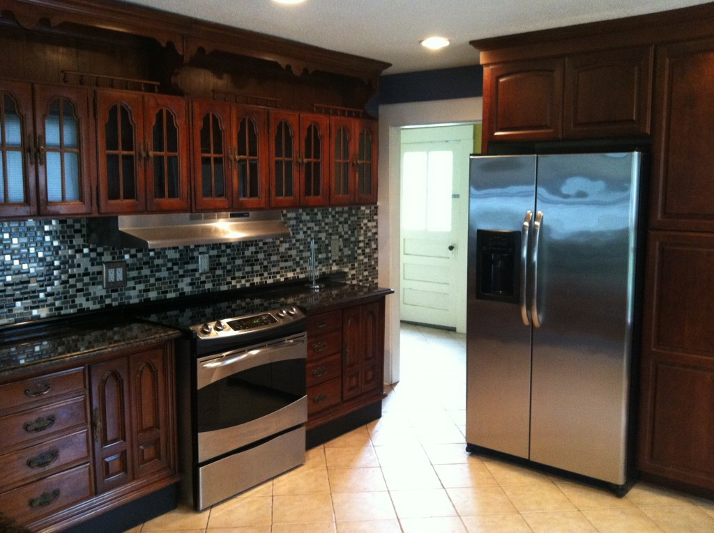 3 1/2 Bedrm, 2 Ba w H/HW Incl, Contact for Price, Available August 1st