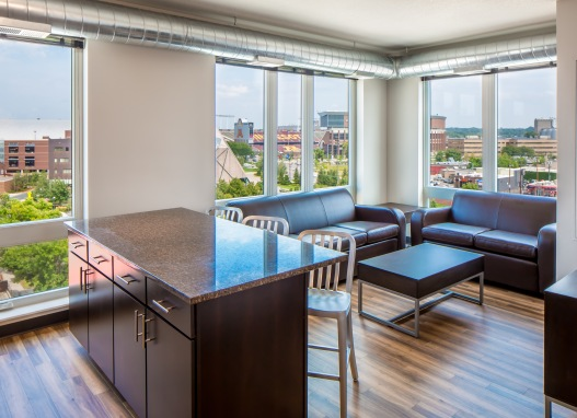 Beautiful 2 Bedroom Apartment for Lease! $975 per bedroom (U of M)  $975