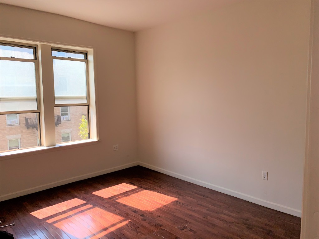 SPACIOUS 3 BEDROOM APARTMENT