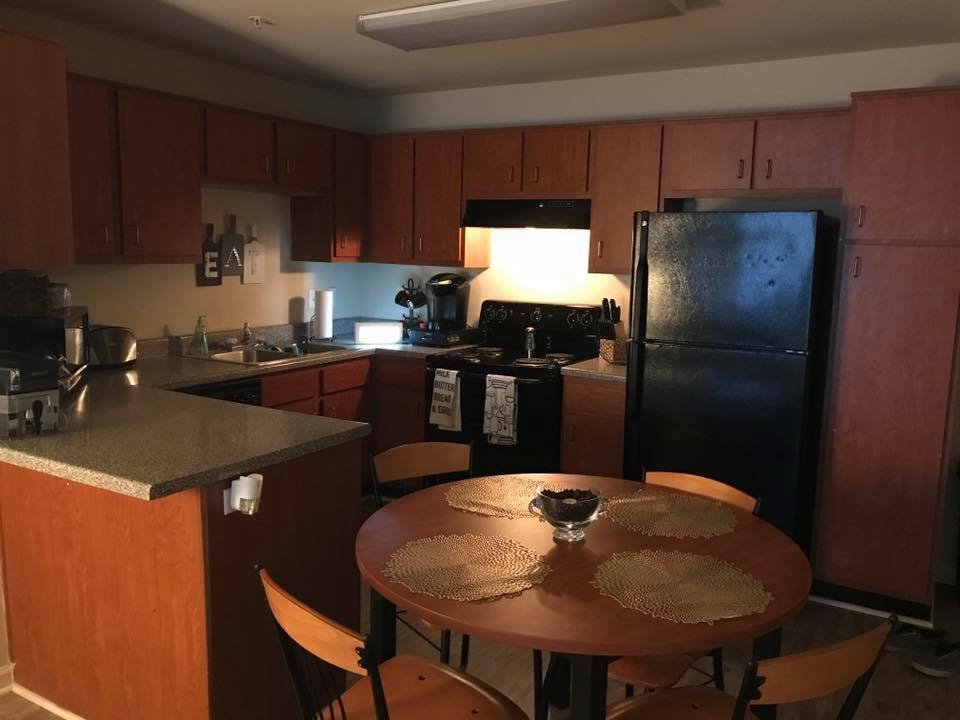 STADIUM APARTMENT AVAILABLE- 1ST MONTH FREE