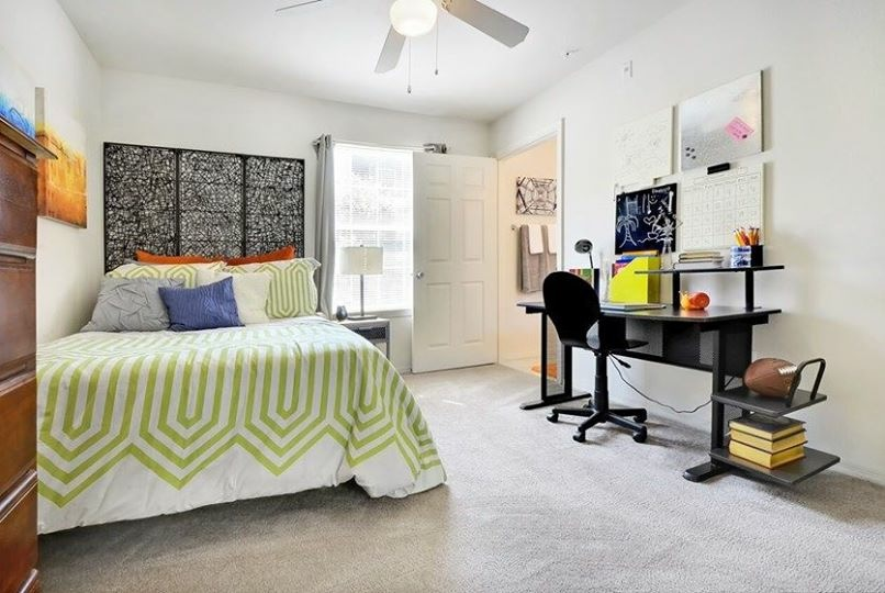 Subletting 1 bedroom in a 4/4 Deluxe at West 20 for Spring and/or Summer 2018!